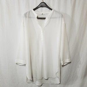 "Uniqlo white 3/4"" length sleeves pullover blouse"